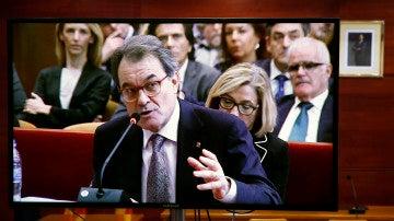 Vista de una pantalla en una de las salas de prensa durante la declaración de Artur Mas