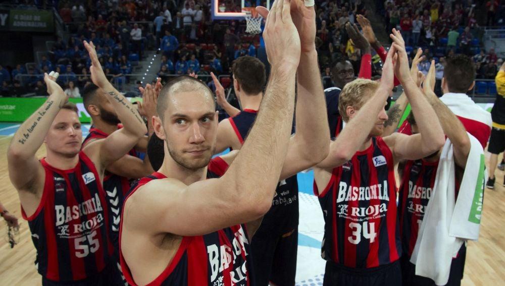 Los jugadores del Baskonia celebran su pase a semifinales