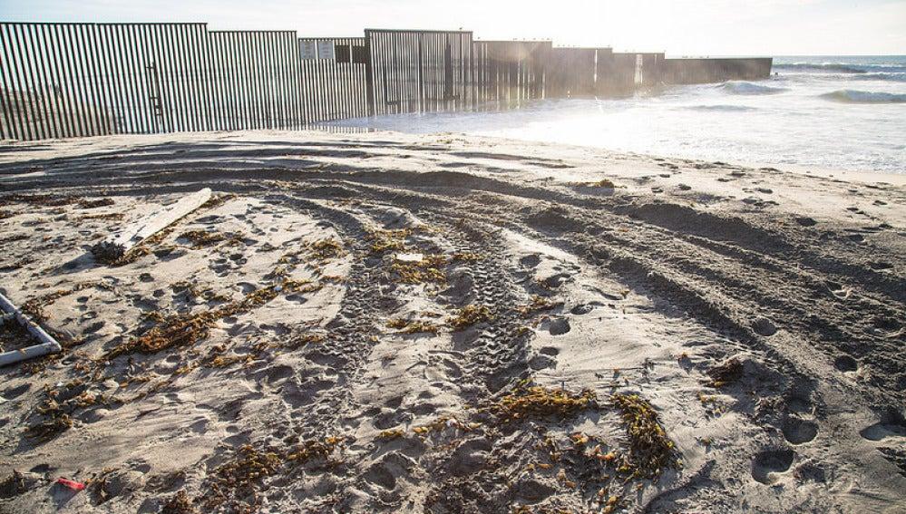 ¿También llegará el muro a esta playa en la frontera entre California y Tijuana?