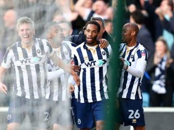 Los jugadores del Milwall celebran un gol