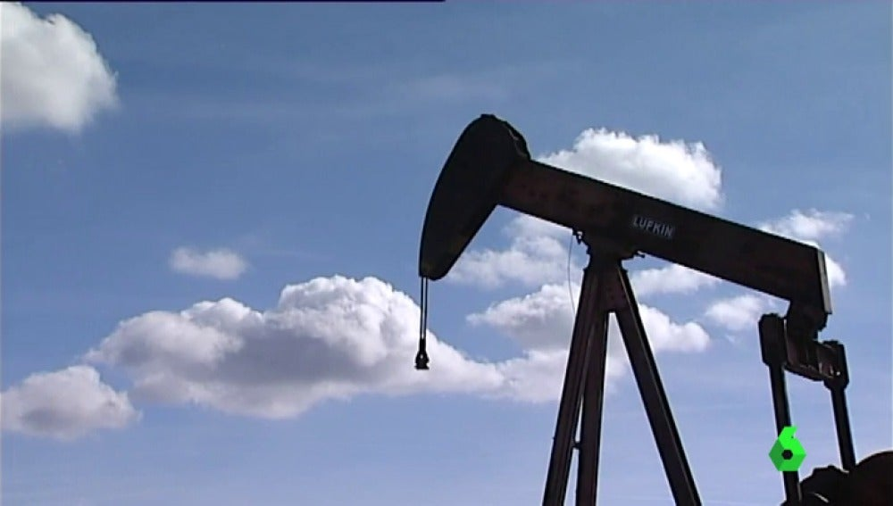 """Frame 0.678791 de: Piden que reabra el yacimiento de petróleo más antiguo de España: """"Para nosotros es el 95% de la actividad laboral"""""""
