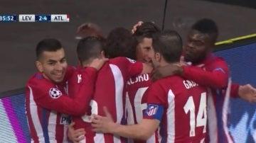 Fernando Torres celebra su gol ante el Bayer Leverkusen