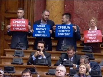 Insultos de Mogherini en Serbia
