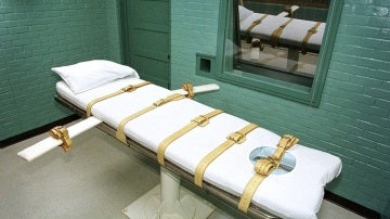 Arkansas (EE.UU.) pretende ejecutar a ocho presos en 10 días Fotografía fechada en el año 2000 que muestra la cámara de la muerte donde los presos fallecen por inyección letal, en la Unidad Paredes en Huntsville (Texas), EE.UU.