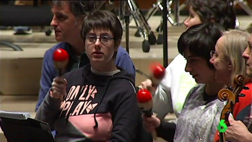 Personas discapacitadas integradas en la orquesta