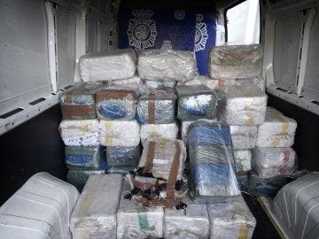 Algunos de los fardos de cocaína incautados en una operación de la Policía Nacional