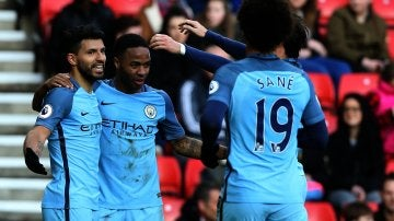 Los jugadores del Manchester City celebrando un gol