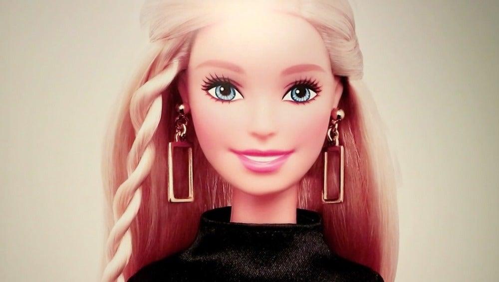 La Muñeca Barbie No Puede Ser Un Modelo Femenino Porque Va Siempre