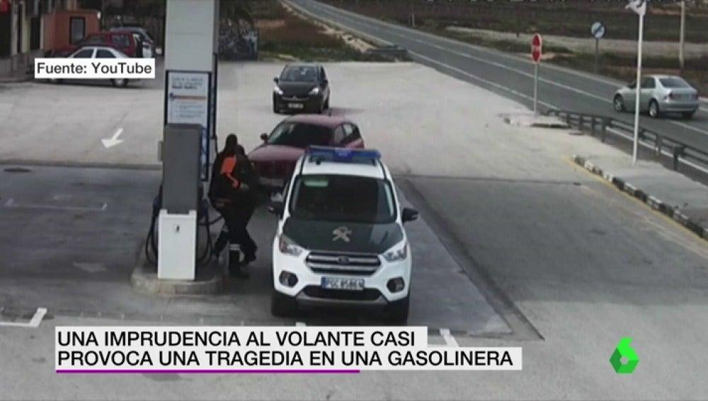 Una imprudencia al volante casi provoca una tragedia en una gasolinera