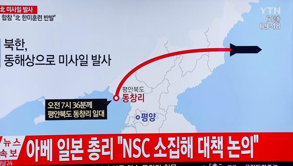 Resultado de imagen de corea del norte lanza misil balistico a japon