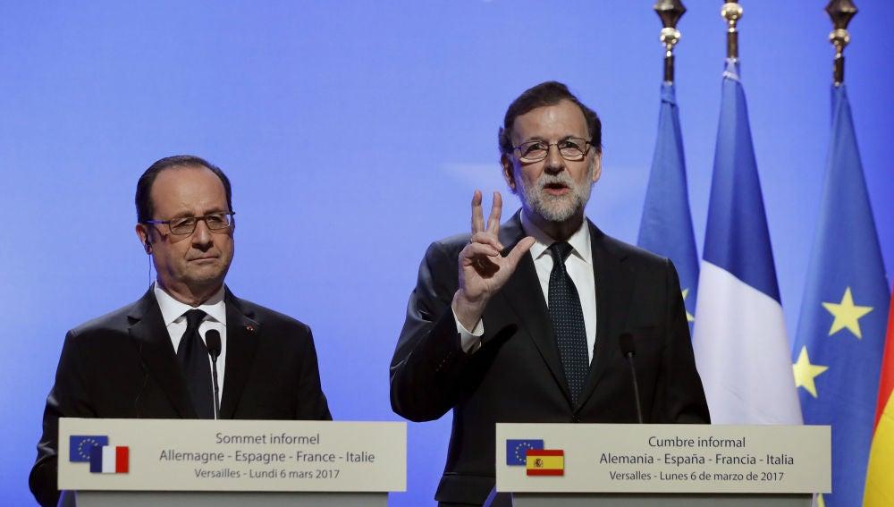 Mariano Rajoy junto a Hollande
