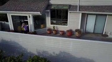 Frame 28.674909 de: Una mujer intenta derribar a tiros el dron de su vecino molesta por el ruido del aparato