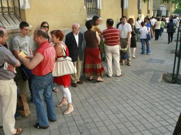 Colas para renovar el DNI en Madrid