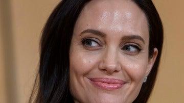 Angelina Jolie vuelve a sonreír después de que Brad Pitt haya hecho las paces con sus hijos