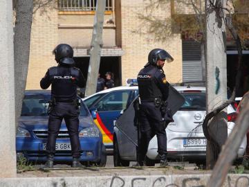 Efectivos de la Policía Nacional en el barrio de Orcasitas