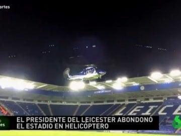 Un helicóptero aterriza en el césped del King Power Stadium