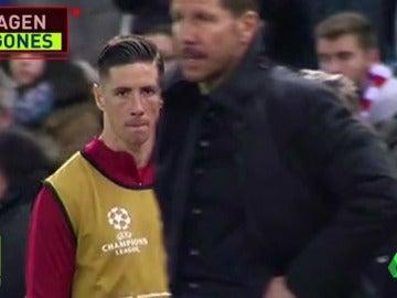Frame 119.034784 de: El enfado de Torres con Simeone por no jugar ante el Leverkusen: su mirada al volver al banquillo lo dice todo