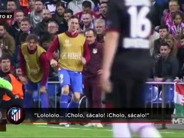 Frame 13.994311 de: El Calderón demostró su cariño a Fernando Torres, ¡que calentó durante una hora en la banda!