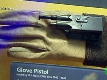 Frame 29.522871 de: Tinta invisible, pitilleras explosivas, paraguas-pistola… los inventos estrambóticos de los espías en la Guerra Fría