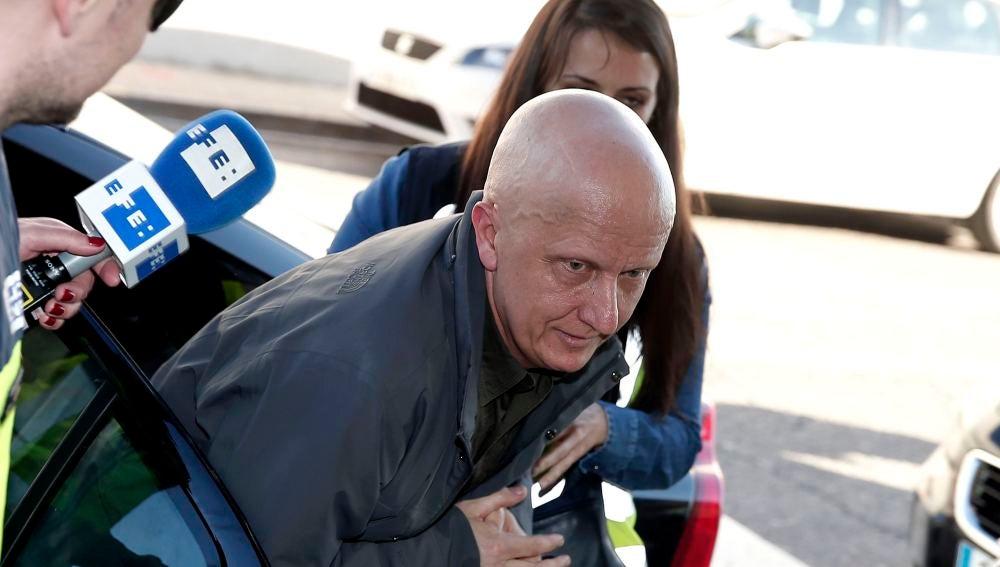 Paco Sanz a su llegada a los juzgados de Llira, Valencia