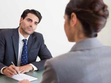 Una empresa rechaza a una mujer por preguntar durante la selección por el sueldo y condiciones