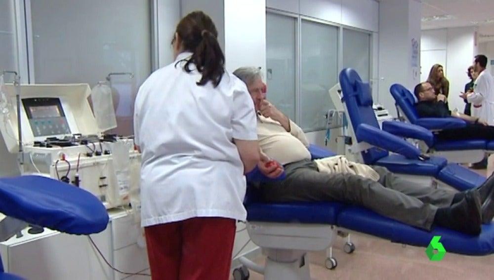 Frame 27.457284 de: Un grupo de donantes compuesto por 38 personas salva vidas a recién nacidos con trombocitopenia