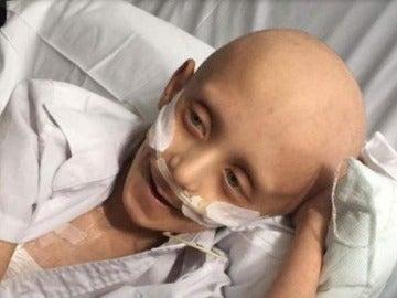 Filip Kwansy sufre leucemia y pide ser enterrado junto a su madre.
