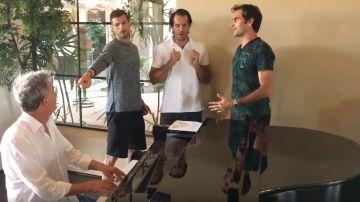 Federer cantando con su 'boy band'