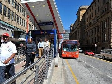 Oleada de violaciones en grupo en el transporte de Johannesburgo