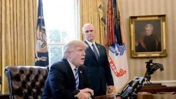 El presidente de EE.UU., Donald Trump, durante unas declaraciones a los periodistas en el Despacho Oval