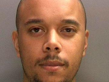 Un hombre viola a una mujer de 21 años en presencia de su hijo pequeño