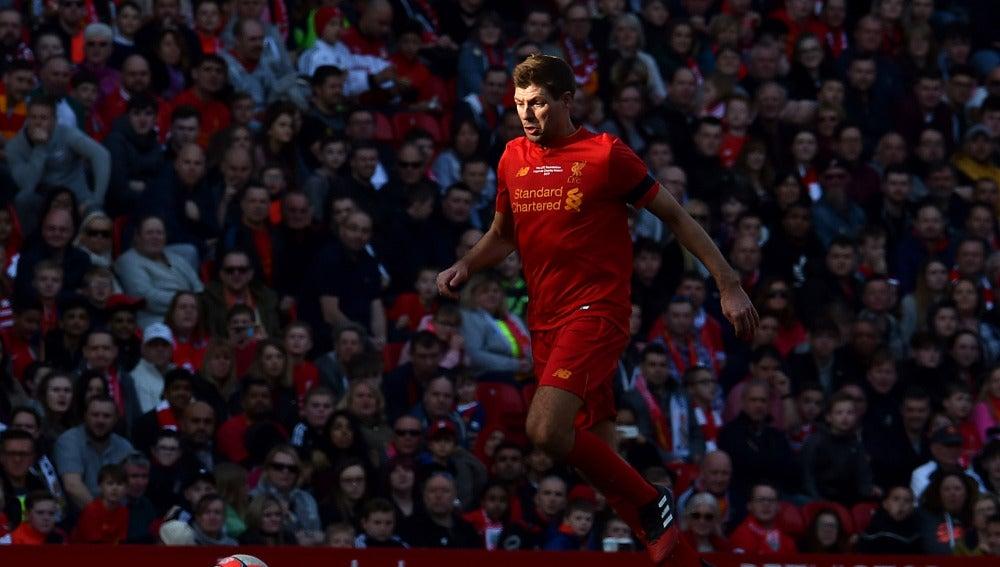 Steven Gerard en su vuelta a Anfield
