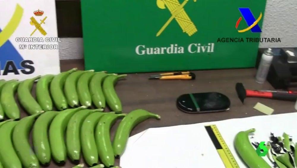Desarticulada una red que introducía cocaína en España oculta dentro de bananas.