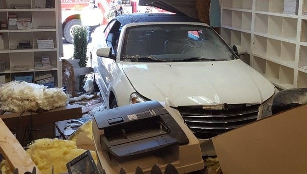"""Un coche colisiona contra una clínica veterinaria: """"Pisó el acelerador en vez de el freno"""""""