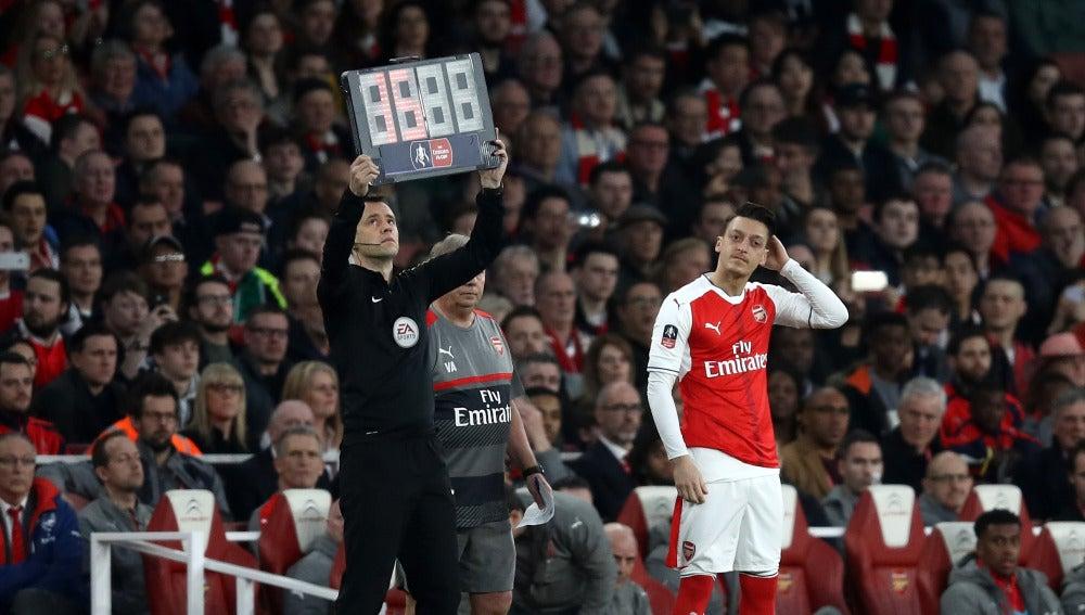 Mesut Özil, en un partido del Arsenal