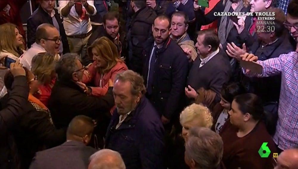 Abrazos de Susana Díaz a los militantes