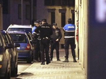 Agentes de la Policía Municipal y de la Policía Nacional