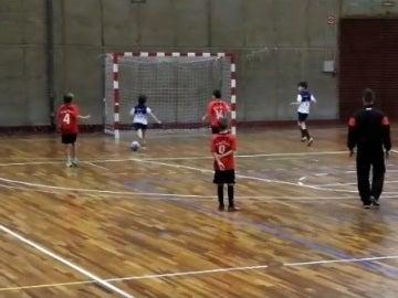 Los futbolistas del Dante Futsal dejándose un gol