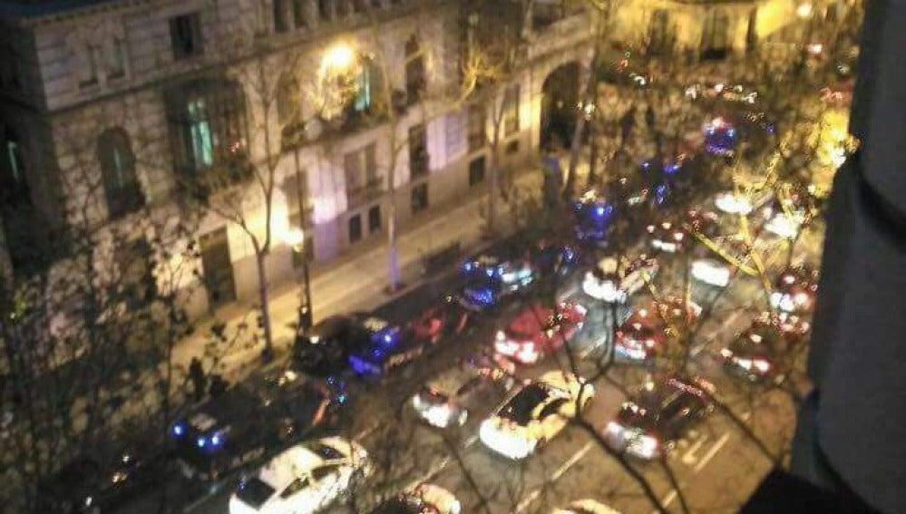 Varios agentes de la Policía acuden a desalojar un edificio ocupado por Hogar Social