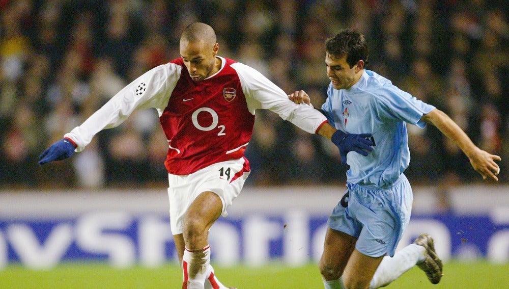 Oubiña en el partido frente al Arsenal