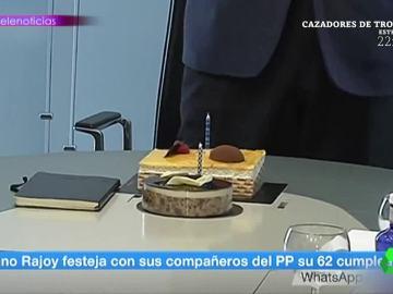 La triste tarta de cumpleaños de Mariano Rajoy