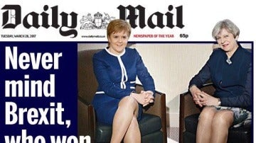 Portada Daily Mail con Nicola Sturgeon y Theresa May