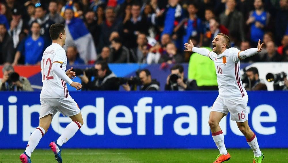 Deulofeu celebra su gol contra Francia