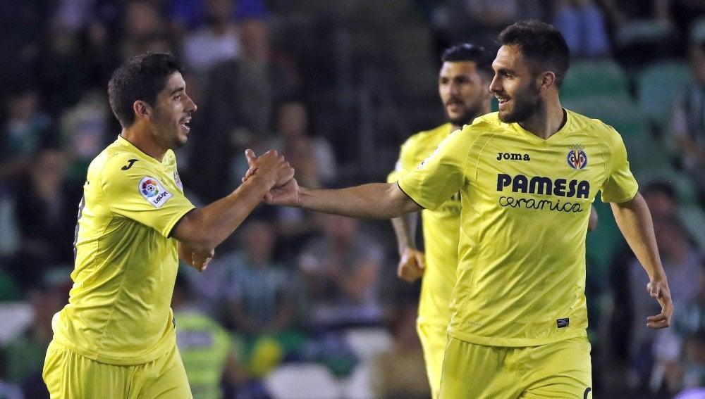 Los jugadores del Villarreal celebran el gol en Liga