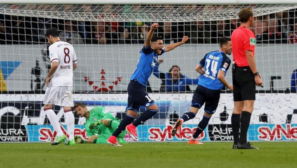 Los jugadores del Hoffenheim celebrando su gol al Bayern