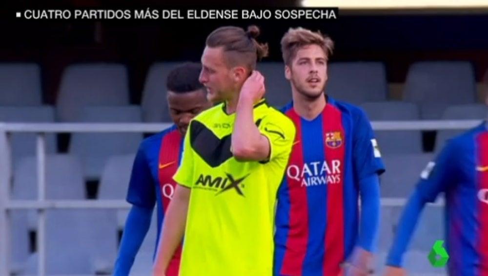 Un jugador del Eldense llora tras la derrota ante el Barcelona B