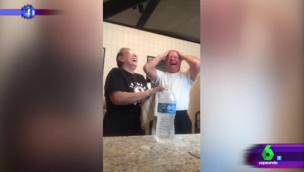 El divertido truco de 'magia' de dos abuelos