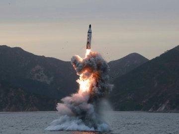 Lanzamiento de un misil balístico en una imagen de archivo