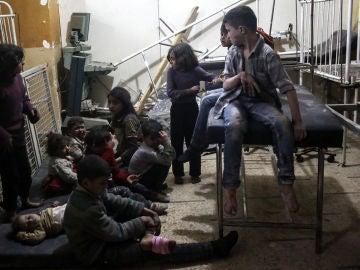 Niños afectados por el ataque químico en Siria
