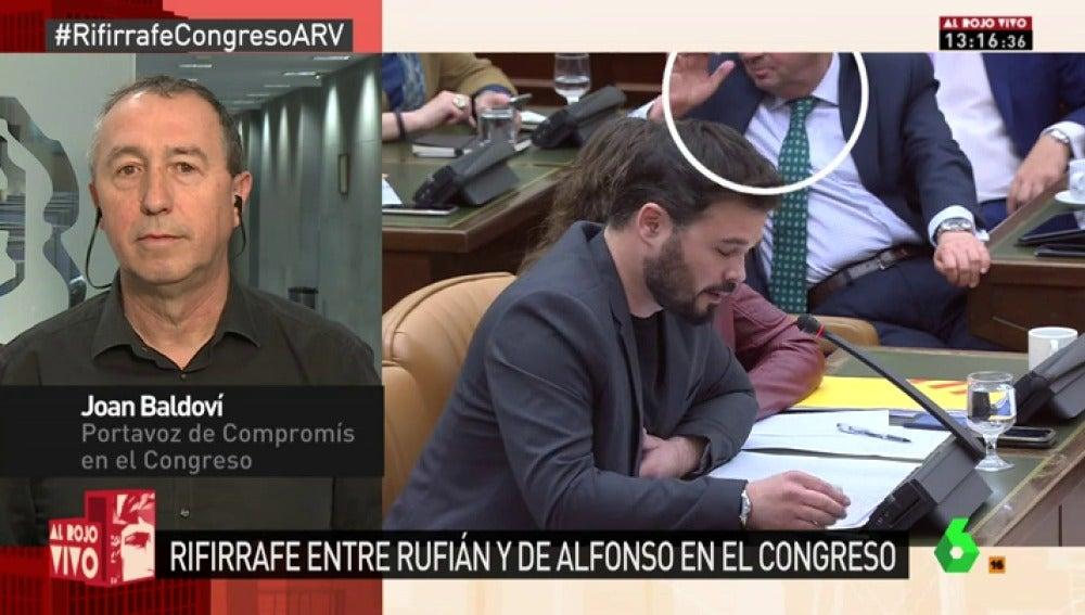 """Frame 38.465223 de: """"Huele a alcohol"""", """"ha bebido""""… las cámaras pillan al diputado del PP Martín-Toledano menospreciando a Rufián"""